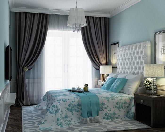 Поднос на кровати