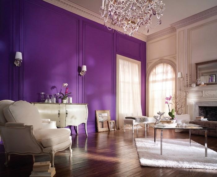 Лиловый цвет в интерьере гостиной