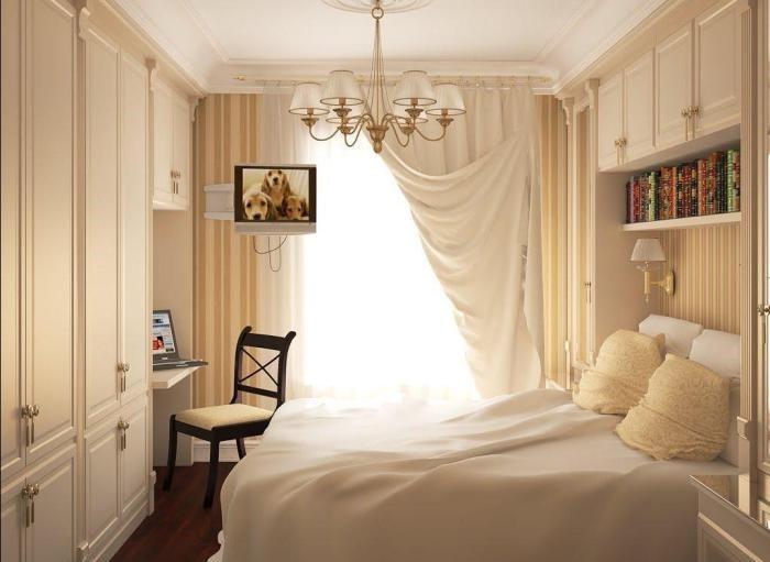 Книги над кроватью