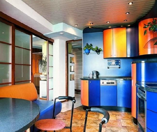 Кожаный двухцветный диван