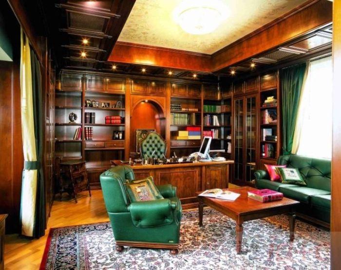 Просторный кабинет
