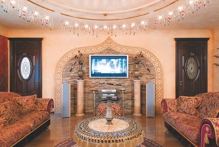 Два дивана и колонны