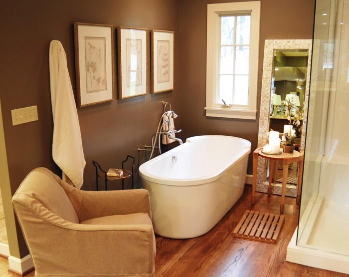 Кресло в ванной комнате