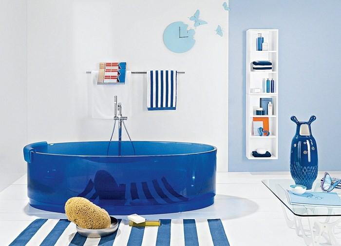 Круглая ванна и бабочка