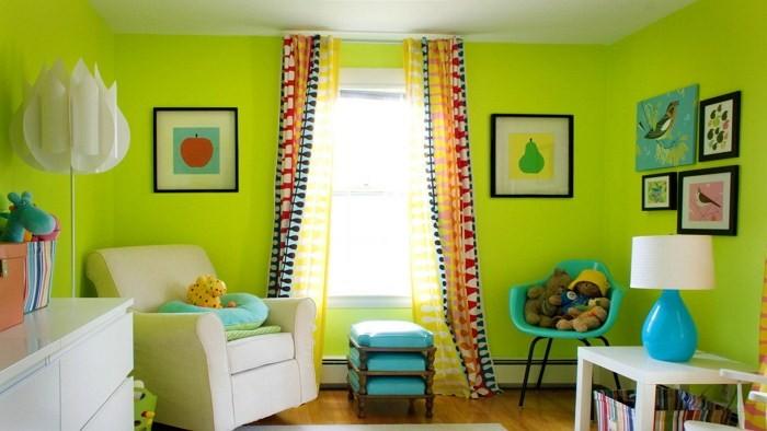 Цветные шторы и жираф