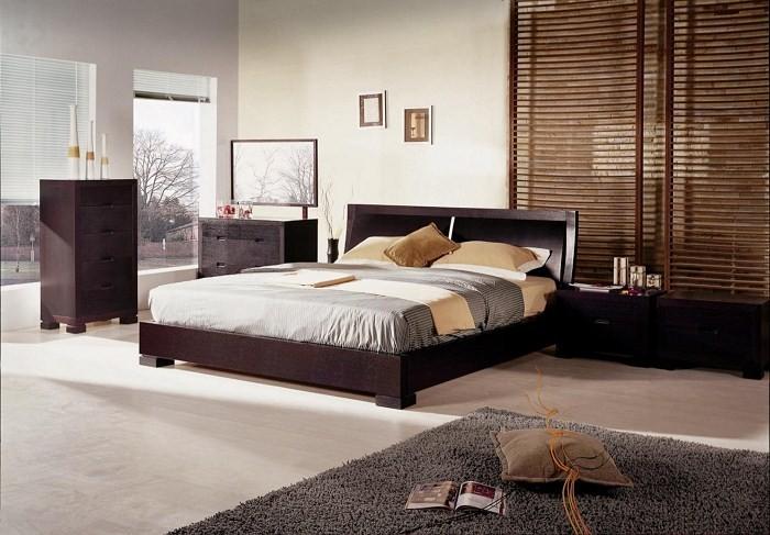 Подушка на полу и три колбы