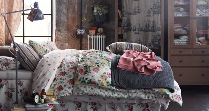 Подушки с пестрыми чехлами