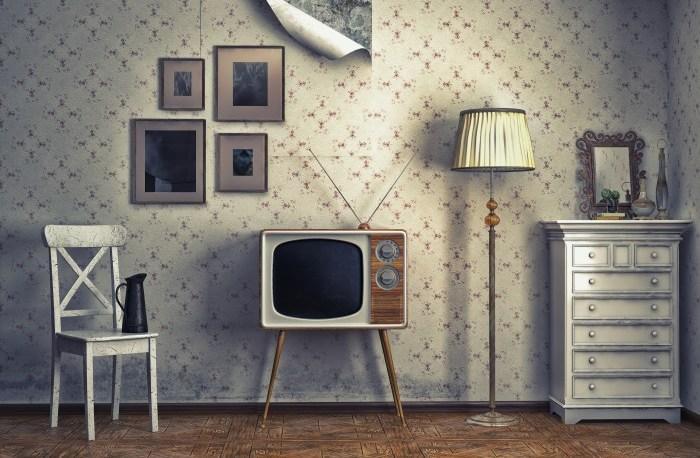 Телевизор на ножках
