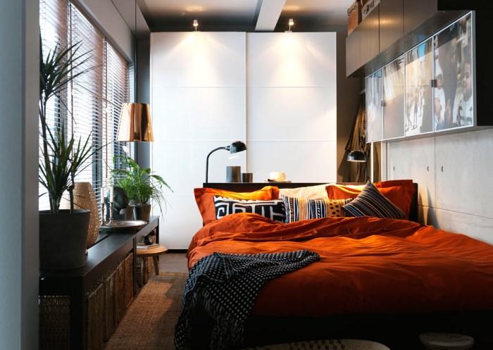 Лампа над кроватью
