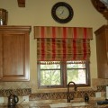 Римские шторы в интерьере кухни – практичная эстетика