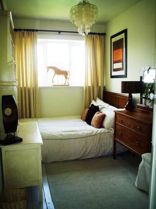 Лошадь на окне