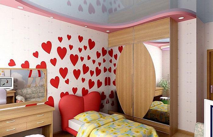 Сердечки на стене
