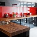 Дизайнерские приемы для красно-черной кухни