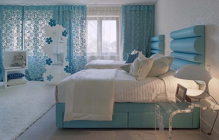 Голубые занавески