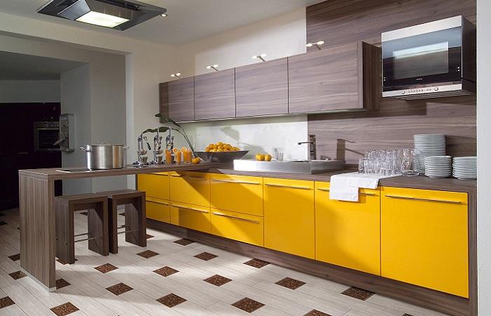Желто-коричневая мебель