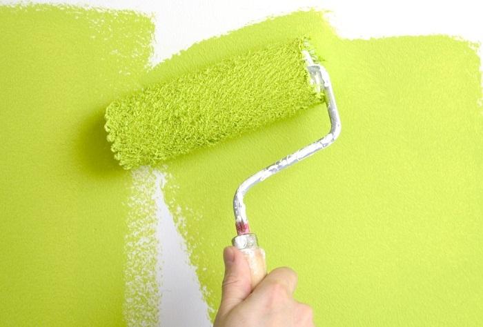 Окрашивание стен акриловой краской