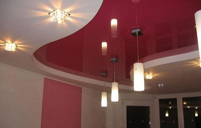 Бордовый потолок
